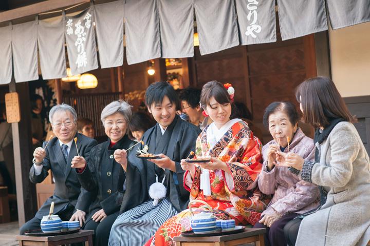 炙り餅で家族写真